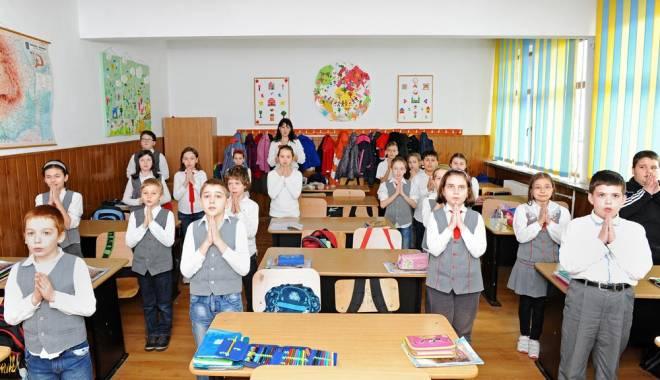 Foto: ORA DE RELIGIE ÎN ŞCOLI. Protocol între Ministerul Educaţiei şi biserica catolică