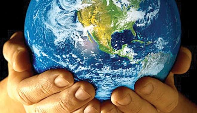 """Foto: """"Să lăsăm Pământul să respire măcar o oră!"""""""