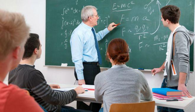 Foto: Universitatea Maritimă oferă ore de pregătire la matematică pentru elevii constănţeni