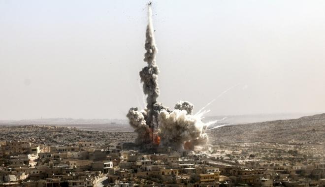 Foto: Bilanţ tragic. 42 de morţi, în urma unui raid aerian, lângă Alep