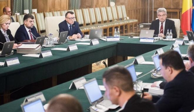 """Foto: Miercurea neagră a economiei românești. """"Revoluția fiscală de 3 lei"""", în ședința de Guvern"""