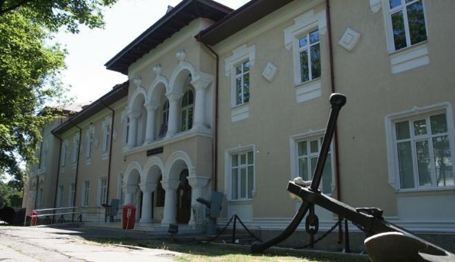 "Foto: ""Orizonturi... marine"", pe pânze la Muzeul Marinei Române"