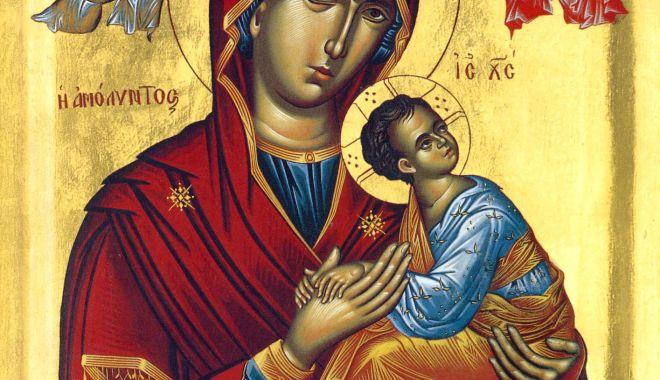 Foto: Sărbătoare religioasă. Creștinii ortodocși o cinstesc pe Maica Domnului