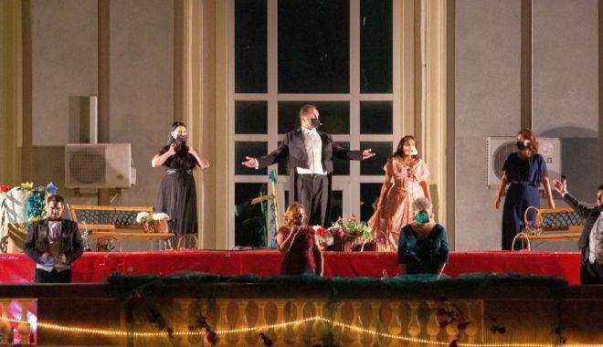 """Foto: Spectacolul """"O sole mio"""", pe scena Teatrului """"Oleg Danovski"""""""