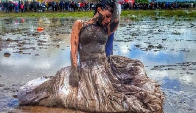 GALERIE FOTO / Un festival de muzică cunoscut s-a transformat într-un potop de noroi - otamagfzad1jnzeznjc5mwqzntm5otdj-1500275584.jpg