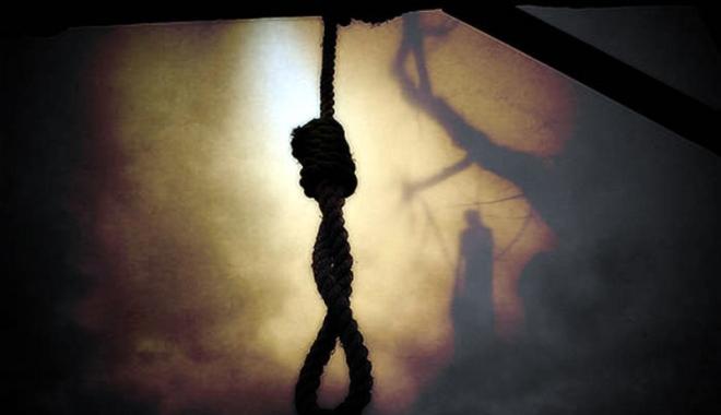 Foto: Imagini şocante. Cadavru în ştreang într-un parc de copii din Constanţa