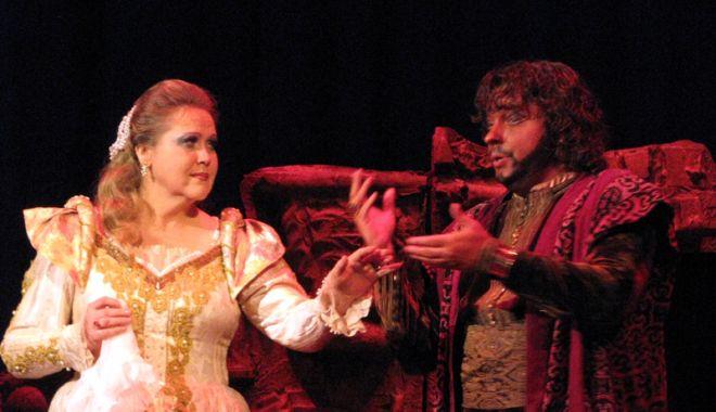 """Foto: """"Otello"""" se întoarce pe scenă"""