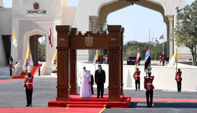 GALERIE FOTO / Cum a fost întâmpinat Papa Francisc în Irak - otg0ntmuanbnjmhhc2g9oda0mtm1otcy-1615018203.jpg