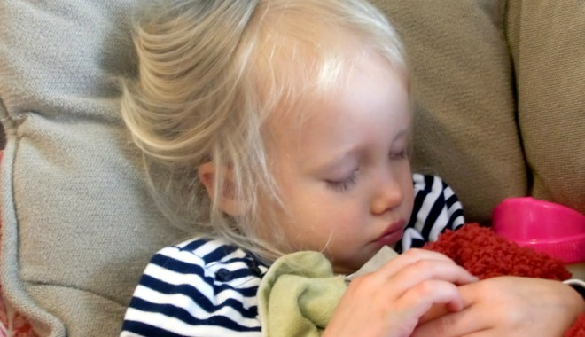 Cum tratăm durerile de urechi la copii - otita-1322239024.jpg
