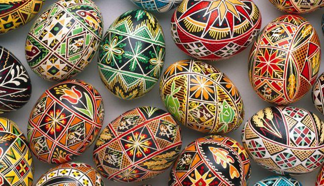 Foto: Obiceiuri legate de vopsirea  sau încondeierea ouălor de Paște