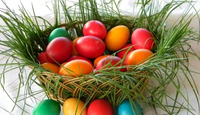 Foto: Ouăle se ciocnesc de la Paşti până la Înălţare