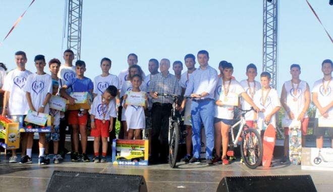 """Foto: Primăria Ovidiu, organizator al crosului """"Iubim familia"""". Peste 850 de participanţi au fost premiaţi"""