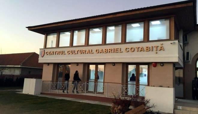 """Foto: Centrul Cultural """"Gabriel Cotabiţă"""", inaugurat la Poiana. Marele artist, prezent la eveniment"""