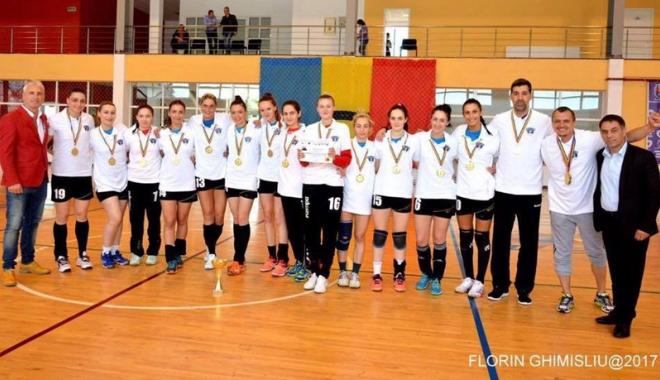 """Foto: Studentele de la """"Ovidius"""" reprezintă România la Europenele Universitare de handbal din Spania"""