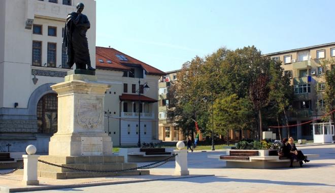 Foto: Marele poet Ovidius, comemorat în Cetatea Tomis