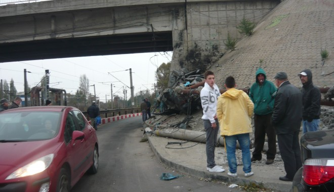 Tânăr mort într-un grav accident în zona podului de la Doraly. GALERIE FOTO - p1050434-1352881609.jpg