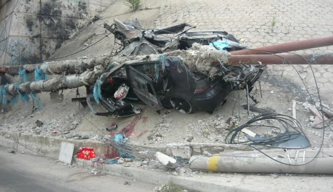 Tânăr mort într-un grav accident în zona podului de la Doraly. GALERIE FOTO - p1050438-1352881493.jpg