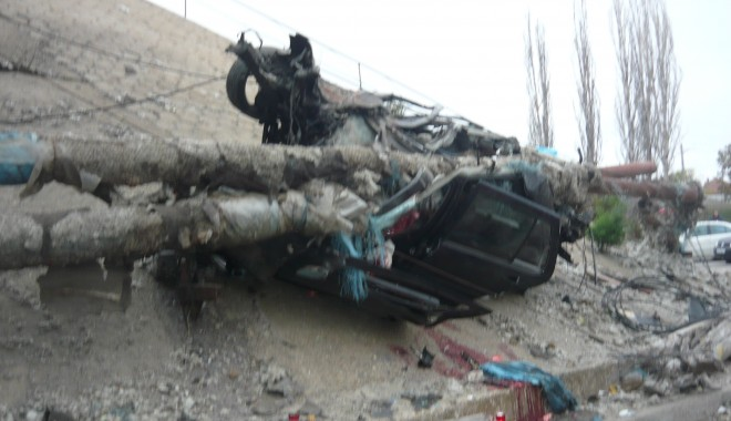 Tânăr mort într-un grav accident în zona podului de la Doraly. GALERIE FOTO - p1050445-1352881550.jpg