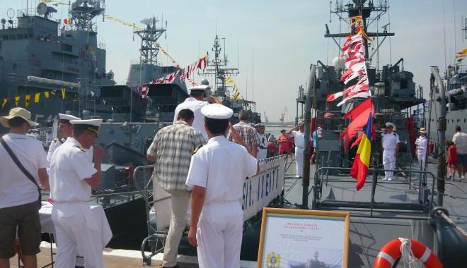 Galerie FOTO. Ziua Porţilor Deschise. Mircea Duşa, în portul militar Constanţa. Iată ce a declarat ministrul Apărării - p1070486-1407587944.jpg