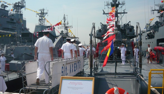 Galerie FOTO. Ziua Porţilor Deschise. Mircea Duşa, în portul militar Constanţa. Iată ce a declarat ministrul Apărării - p1070487-1407587951.jpg