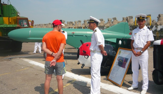 Galerie FOTO. Ziua Porţilor Deschise. Mircea Duşa, în portul militar Constanţa. Iată ce a declarat ministrul Apărării - p1070488-1407587957.jpg