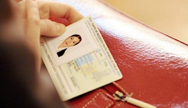 Foto: Cartea electronică de identitate va înlocui cardul de sănătate. Când vor fi emise noile buletine cu cip