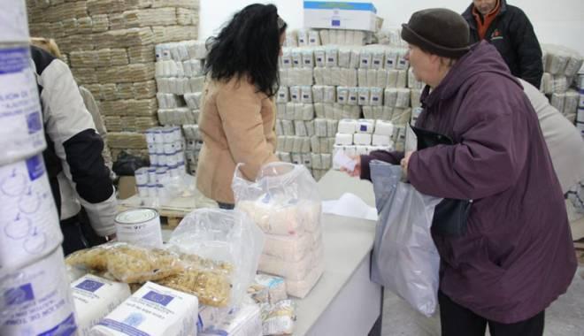 Foto: Ce se întâmplă cu ajutoarele alimentare de la UE neridicate