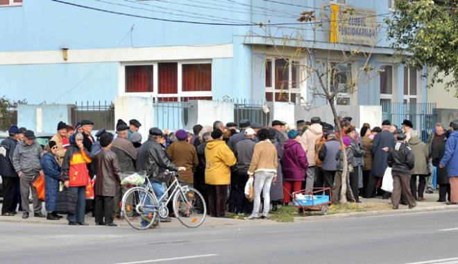 Foto: Programul de distribuţie a pachetelor cu alimente, prelungit