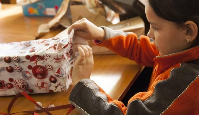 Foto: Ce vor conţine pachetele oferite copiilor din Constanţa