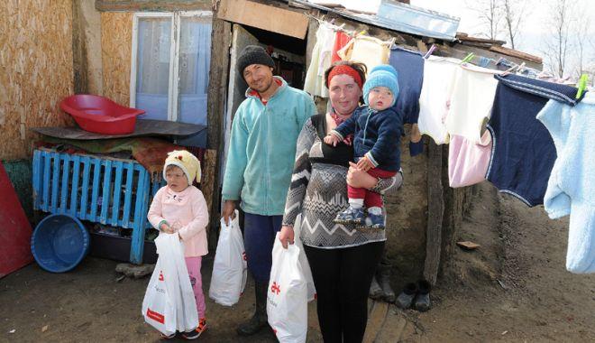"""Foto: """"Iepuraşul""""  le-a adus pachete de Paşte nevoiaşilor  din Cumpăna"""