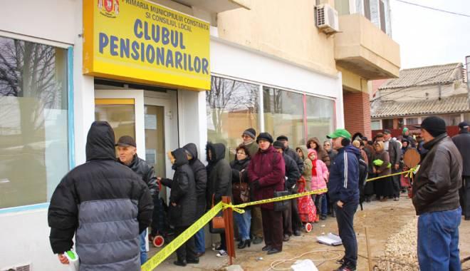 Foto: Primăria Constanţa  a început  distribuţia pachetelor pentru pensionari