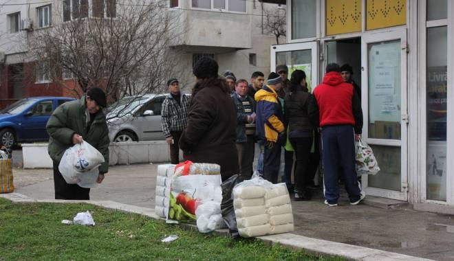 Foto: Începe distribuirea ajutoarelor de la Uniunea Europeană, la Constanţa