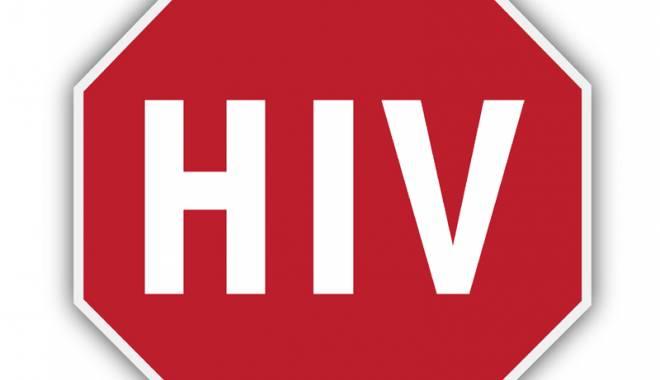 Foto: Pacienţii cu HIV, acces dificil la tratamente