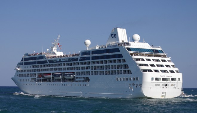 """Foto: """"Pacific Princess"""" a adus 652 turişti în portul Constanţa"""