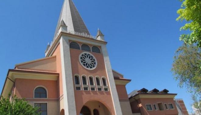 Foto: Expoziţie itinerantă la Biserica Romano-catolică din Constanţa