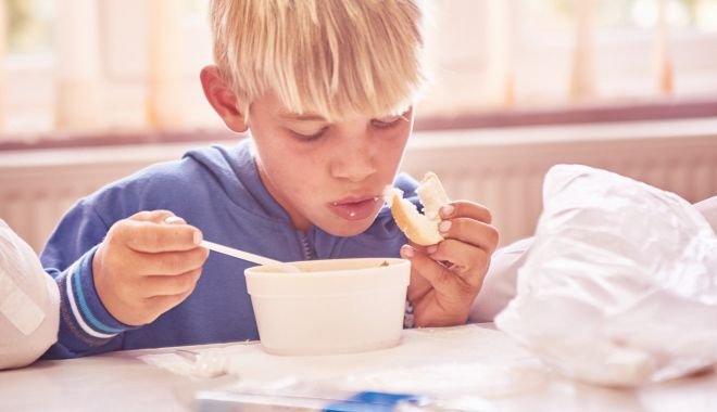 """Foto: """"Pâine şi Mâine"""". 1.256 de copii din 31 de sate beneficiază zilnic de after-school și o masă caldă"""