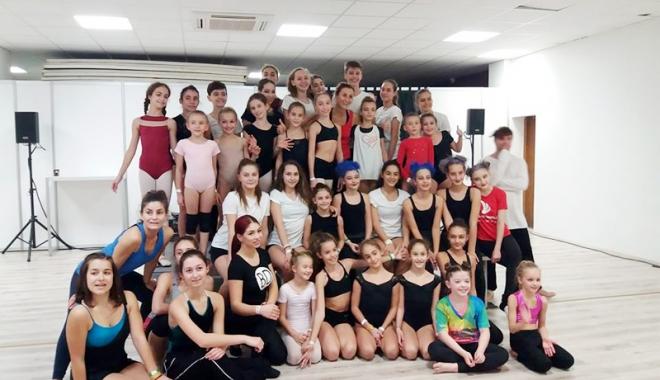 """Foto: Palmares bogat la concursurile de dans, pentru elevii Colegiului """"Regina Maria"""""""