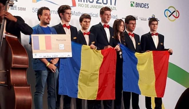 Foto: Palmares strălucitor al elevilor români la Olimpiada Internaţională de Matematică: trei medalii de argint, două de bronz şi o menţiune