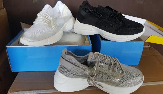 Foto: Pantofi chinezeşti, confiscaţi în Portul Constanţa Sud Agigea