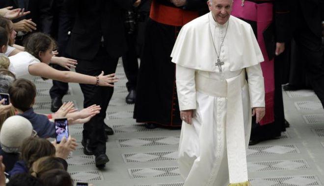 Papa Francisc, mesaj în limba română pe Twitter după plecarea din România: Mă rog ca Fecioara Maria să vă călăuzească pe calea credinței - papa-1559497301.jpg