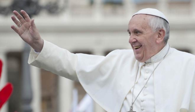 """Foto: Papa Francisc le cere preoţilor să reziste """"terorismului bârfei"""""""