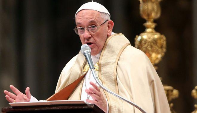 """Foto: Papa Francisc pledează pentru trecerea la energii """"curate"""""""