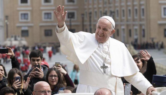 """Foto: """"Dacă nu mă însor cu tine, mă fac preot"""" / 10 lucruri pe care nu le ştiai despre Papa Francisc"""