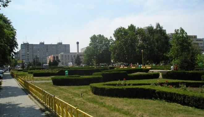 """Foto: """"Parcul de la Casa de Cultură a Sindicatelor ar trebui să se numească Trianon"""""""