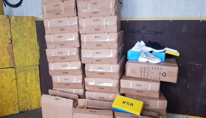 Foto: Încălțăminte în valoare de peste 120.000 lei, confiscată în Portul Constanţa Sud Agigea