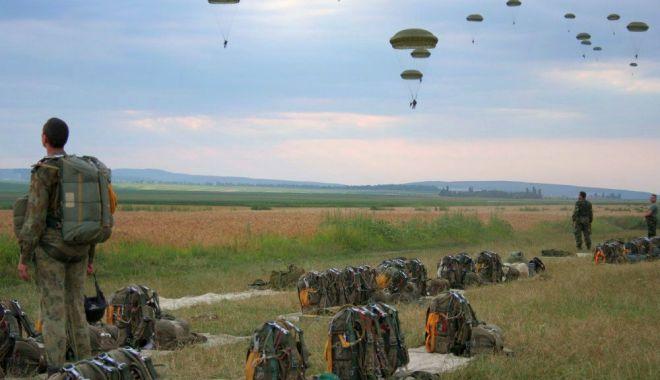 Parașutiștii militari,
