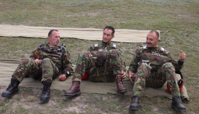 RIP, caporal Cristinel Jianu. Ultima paraşutare: un an de la tragedia de la Clinceni - para2-1525940812.jpg