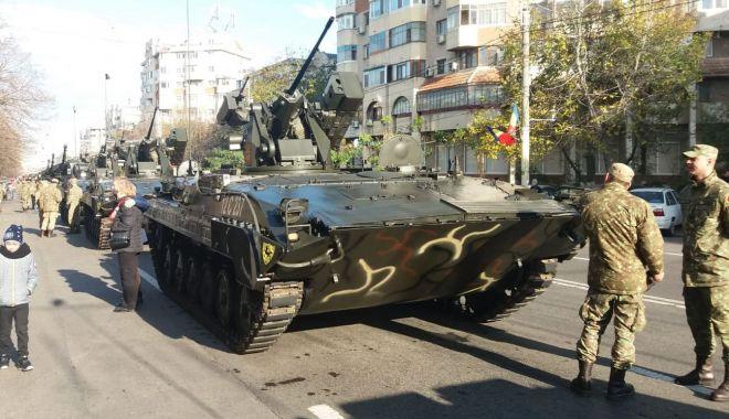 Foto: La mulți ani, România! Paradă militară pe bulevardul Alexandru Lăpușneanu / GALERIE FOTO