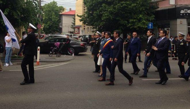 GALERIE FOTO / Paradă cu sportivi, jandarmi şi studenţi, de Ziua Constanţei - paraddeamploare1-1558454990.jpg