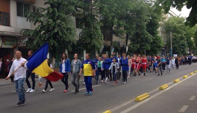GALERIE FOTO / Paradă cu sportivi, jandarmi şi studenţi, de Ziua Constanţei - paraddeamploare2-1558455099.jpg